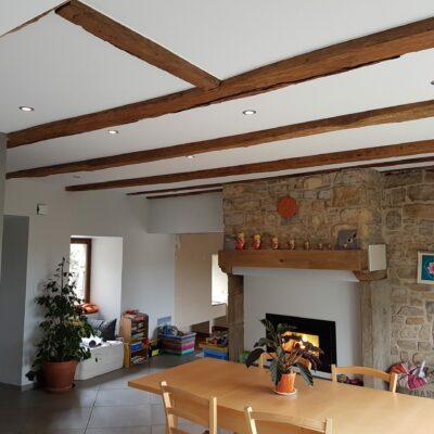 Zoom sur l'isolation phonique du plafond à l'aide d'un plafond tendu